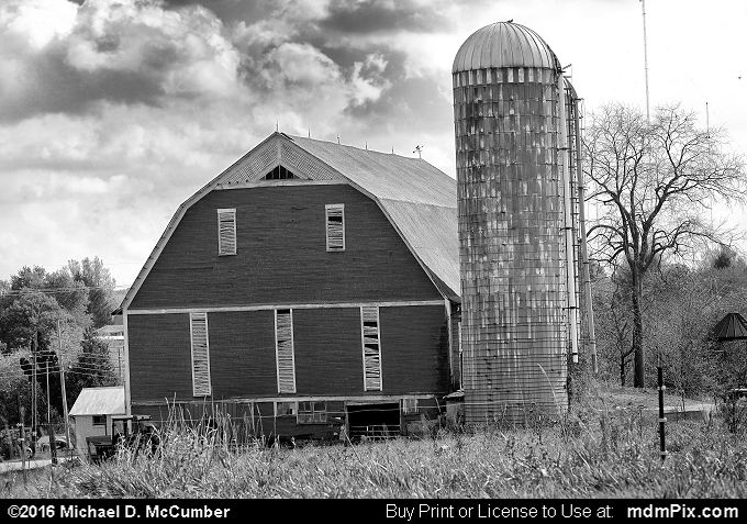 Barn (Barn Black and White Picture 078 - October 19, 2016 from Somerset, Pennsylvania)